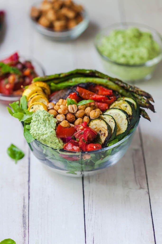 vegan bruschetta bowl with cashew pesto-10