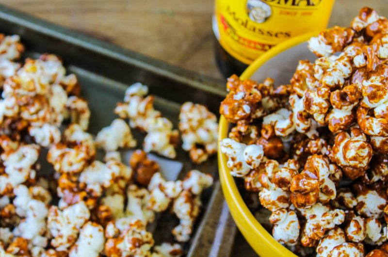 Old Fashioned Molasses Caramel Corn